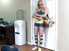 малышка, блондинки, минет, секс в одежде, в колледже, презерватив, очки, хардкор, лижет, Rylie Richman,